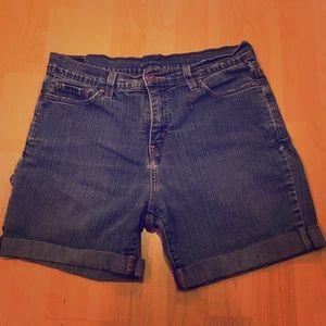 LEVI'S shorts with cuffed bottom hem, EUC